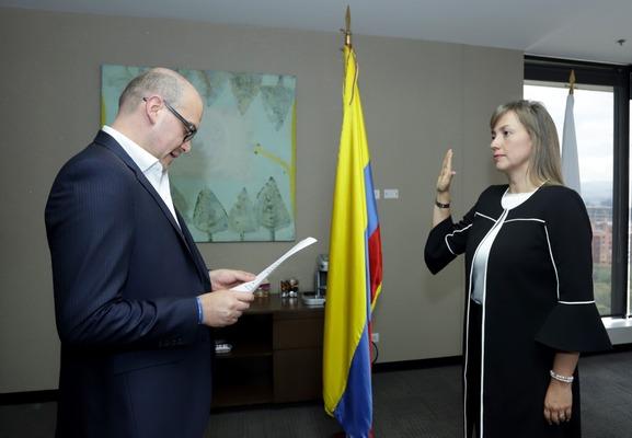 Carmen Ligia Valderrama Rojas se posesionó como Superintendente de Puertos  y Transporte