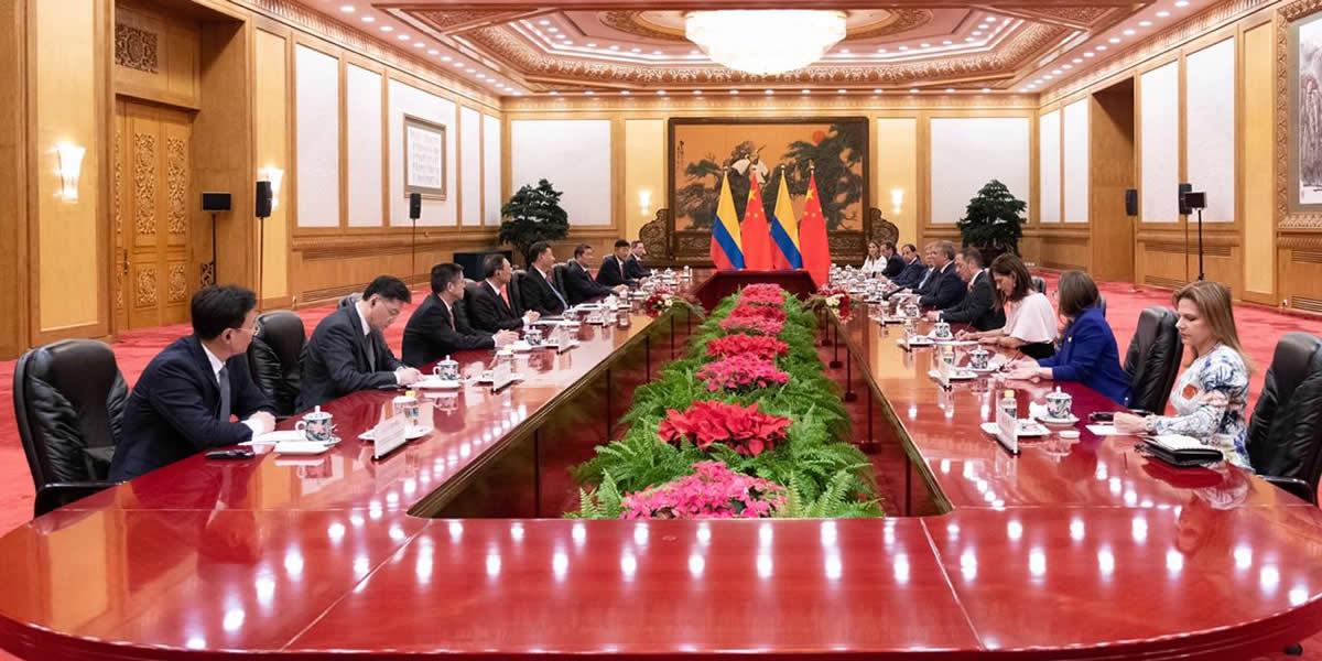 2Colombia y China firman acuerdo para desarrollar infraestructura de transporte
