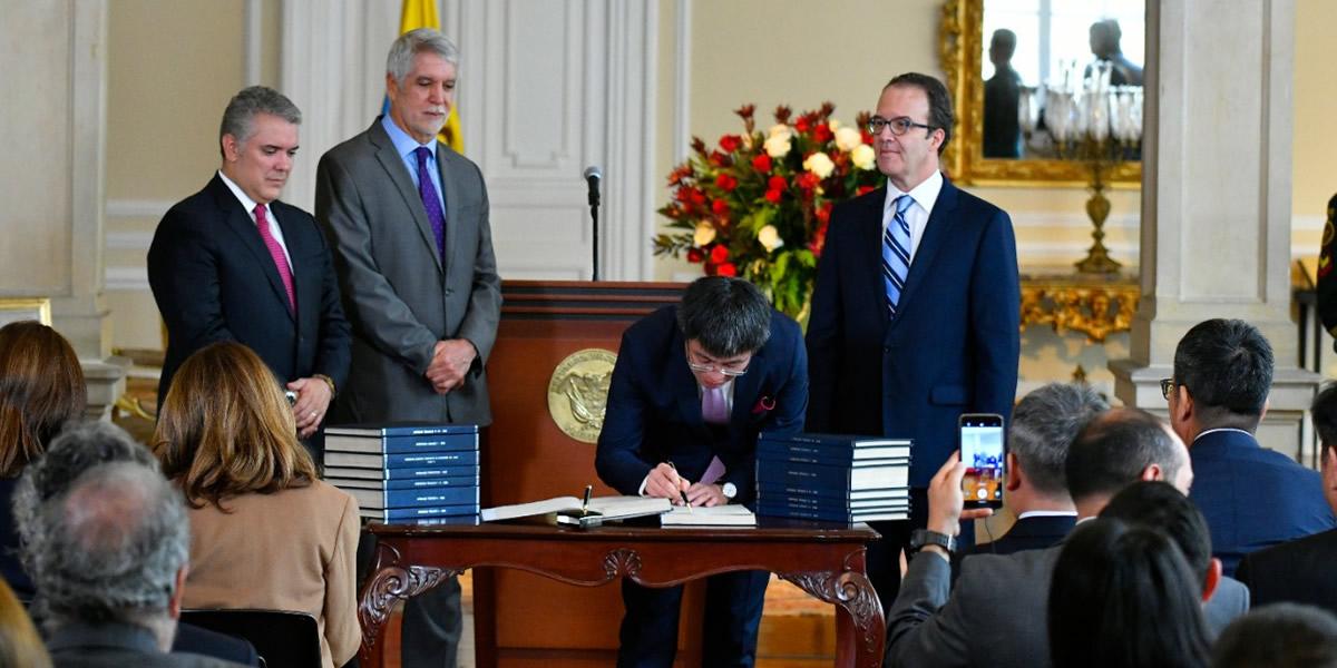 Gobierno Nacional celebra firma del contrato único de concesión de la Primera Línea del Metro para Bogotá